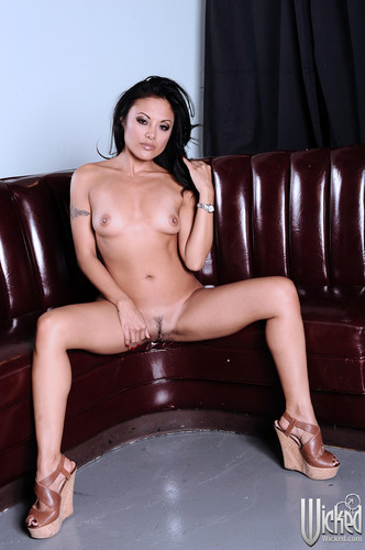 kaylani lei the ring